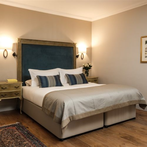 Deluxe Suite with Terrace and Jacuzzi Bedroom